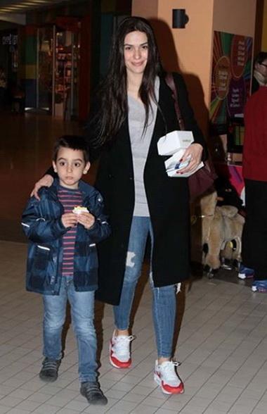 Бергюзар Корель с сыном.
